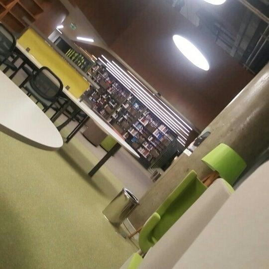 Photo taken at MEF Üniversitesi Kütüphanesi by Lamia N. on 5/30/2016