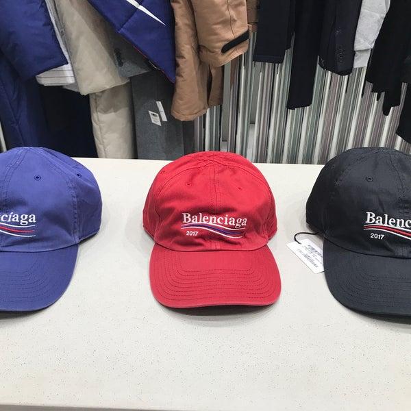 Das Foto wurde bei Dover Street Market von Savannah P. am 8/9/2017 aufgenommen