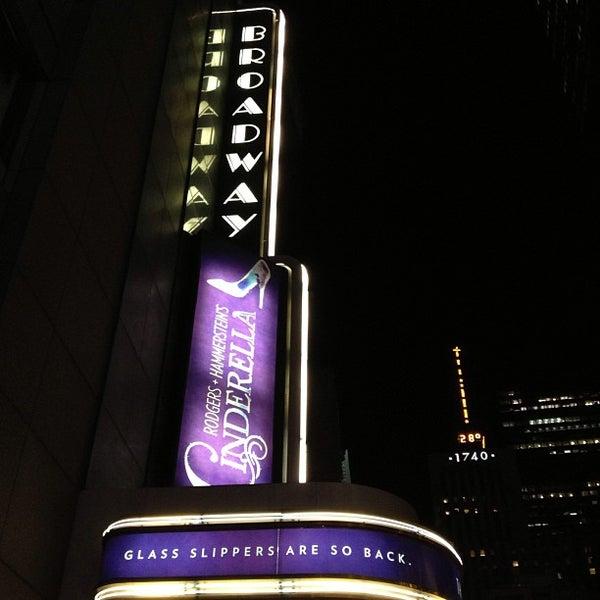 12/28/2012にCariがBroadway Theatreで撮った写真