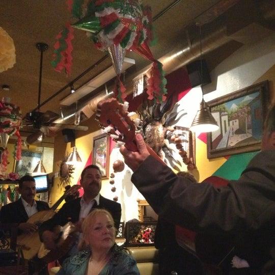 Foto tomada en Fiesta Martin Mexican Grill por Taneshia C. el 11/28/2012