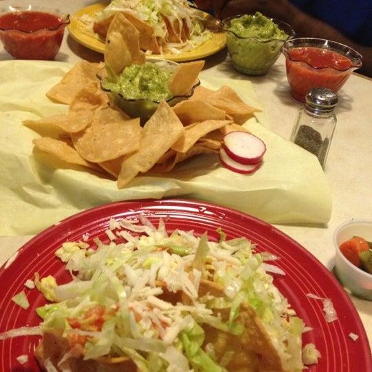 Foto tomada en Fiesta Martin Mexican Grill por Taneshia C. el 11/21/2012