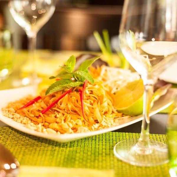 Das Foto wurde bei Vee's Bistro - Thai Food - Take away von Vee's Bistro - Thai Food - Take away am 8/10/2015 aufgenommen