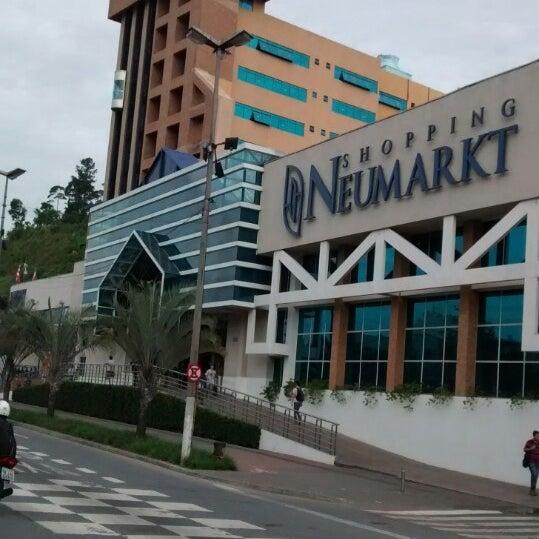 Foto tirada no(a) Shopping Neumarkt por Sandro R. em 5/5/2014