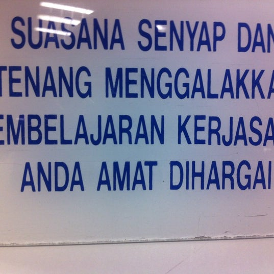Photo taken at National Library (Perpustakaan Negara) by Ayun H. on 9/27/2012