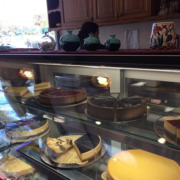 4/14/2017 tarihinde Huriye Y.ziyaretçi tarafından Maria's Cheesecakes'de çekilen fotoğraf