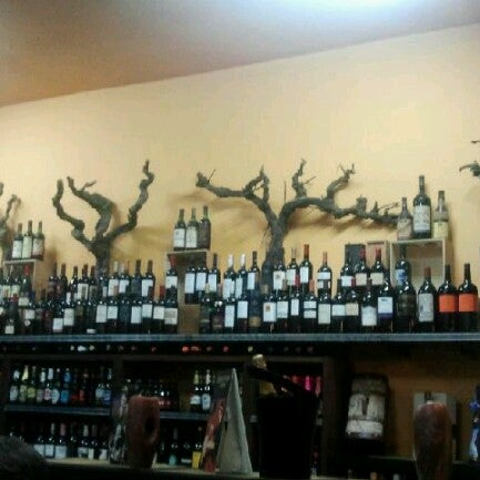 Photo prise au Bodega Vinito par Eugenio C. le11/27/2012