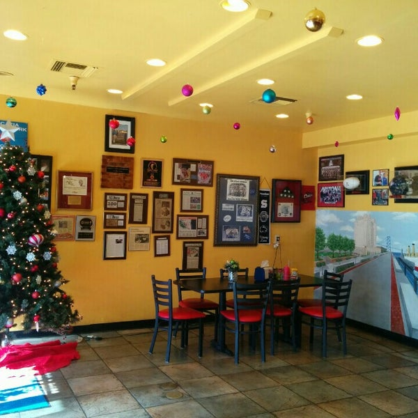 Photo taken at Frankie's South Philly Cheesesteaks and Hoagies by sunny on 12/30/2015