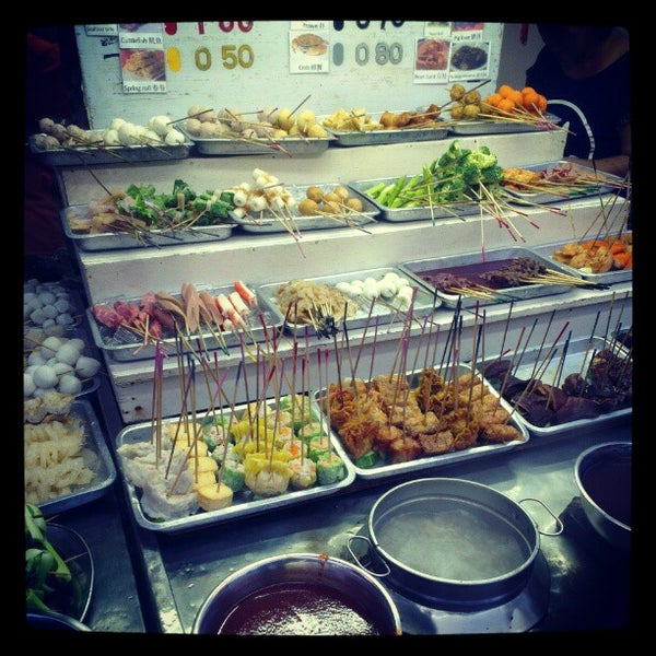 Photo taken at Chulia St. Night Hawker Stalls by Ian T. on 12/28/2012