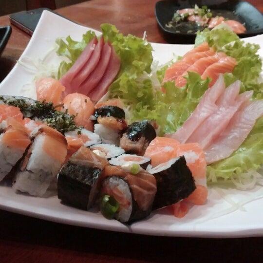 รูปภาพถ่ายที่ Saikou Sushi โดย Gustavo N. เมื่อ 2/24/2014