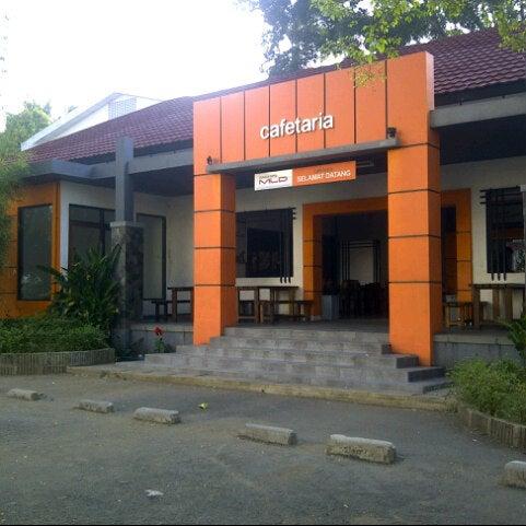 Photo taken at Cafetaria ITENAS by Dea Mutiara S. on 10/25/2012
