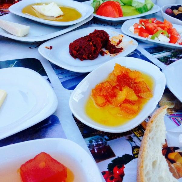 3/19/2014 tarihinde Mustafa A.ziyaretçi tarafından Köyüm Bahçe Restaurant'de çekilen fotoğraf