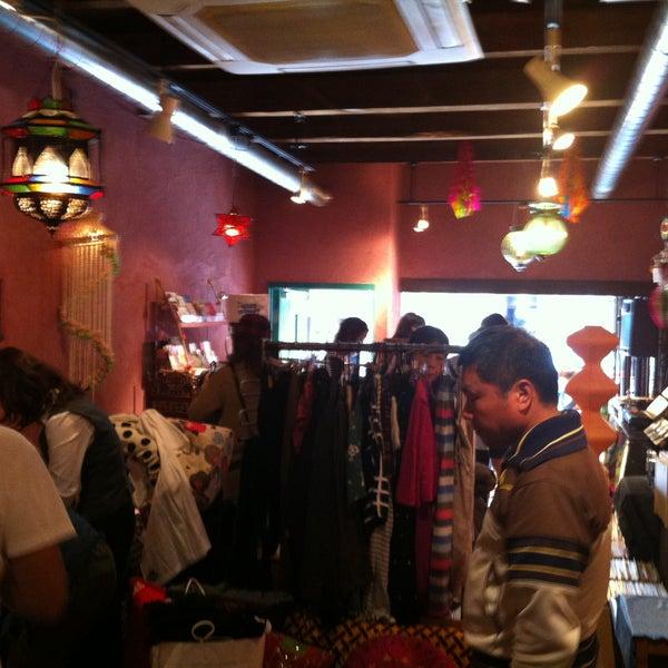本日はフリーマーケット http://iflyer.tv/tamutamucafe/event/117157--5/ 21時迄開催中〜。ClazyMarketは恒例ALL1000円セールで参加!Makedubレコードも全品100円オフ!せいもん払い http://www.zouri.or.jp/seimon.htm も今日迄で、既に店内混沌としております!