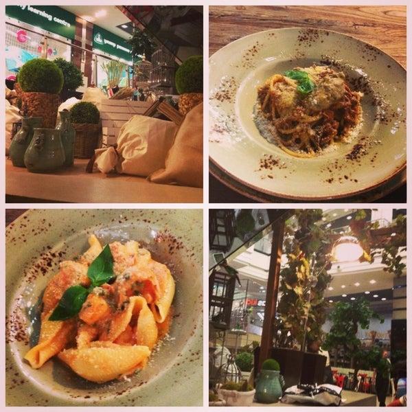 Очень уютное, милое место. Обслуживание хорошее. Очень вкусные спагетти с бараниной и большие макароны с креветками! Соус отпад! Чаи тоже неплохие.