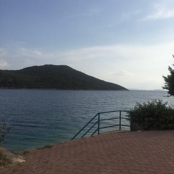 Das Foto wurde bei Olympos Mocamp Beach Club von Cetin B. am 5/27/2018 aufgenommen