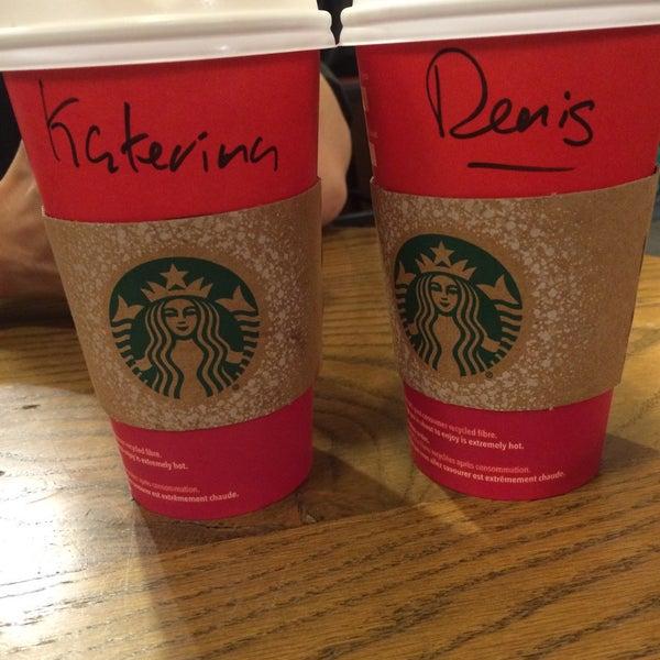 Photo taken at Starbucks by Katerina V. on 11/14/2015