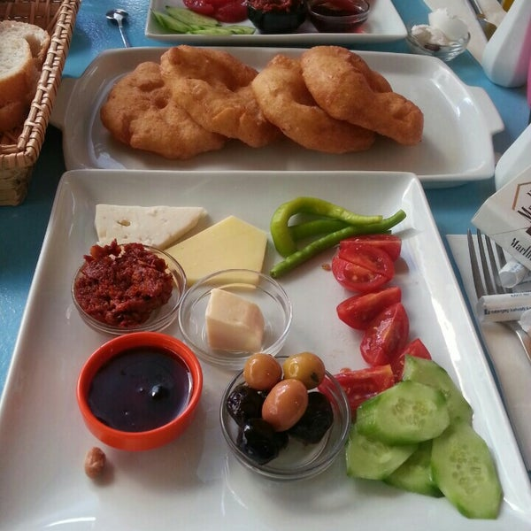 10/4/2015 tarihinde Cem A.ziyaretçi tarafından Otlangaç Kahvaltı & Kafe'de çekilen fotoğraf
