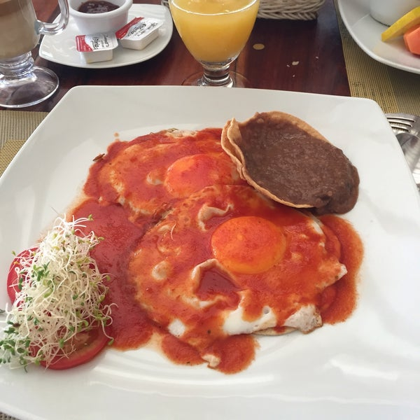 We have taken our breakfasts here for 5 days. We love the eggs.. But the hotel is not good as its restaurant