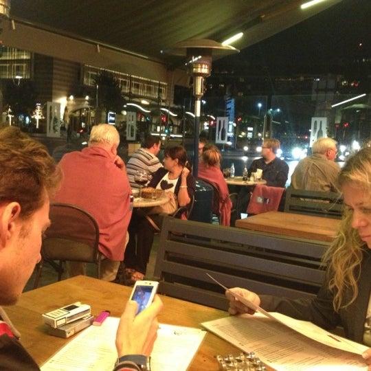 10/9/2012 tarihinde Andrey S.ziyaretçi tarafından Faros Restaurant'de çekilen fotoğraf