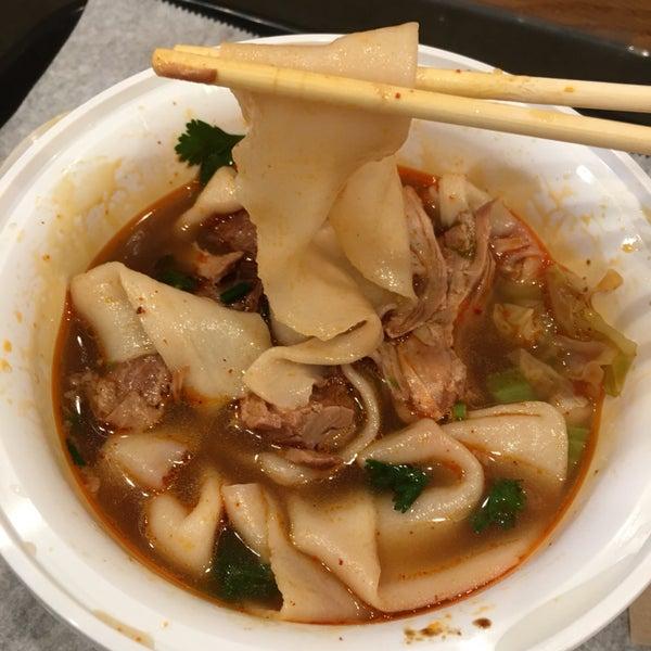 Foto tirada no(a) Xi'an Famous Foods por Gillian R. em 3/19/2018