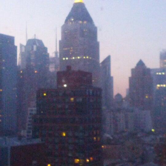 Foto diambil di The Watson Hotel oleh Bob B. pada 12/3/2012