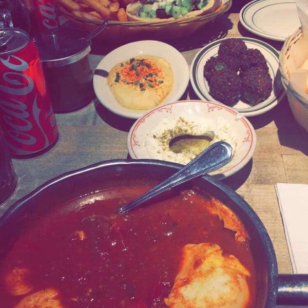 Excellent cuisine !!!! Ne pas hésiter avec le fromage libanais, le houmous et la Shekshouka !!!!