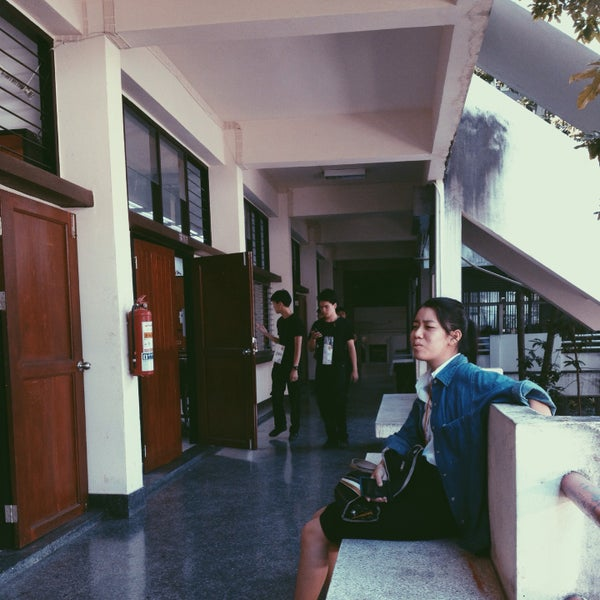 Photo taken at Faculty of architecture rmutl by Beam L. on 11/4/2015