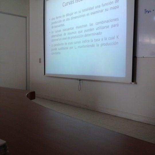 Foto tomada en Universidad Andrés Bello por Gabriel L. el 10/4/2012