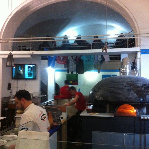 Foto tomada en Pizzeria O' Vesuvio Napoletana Forno Legna por Murat H. el 1/2/2015