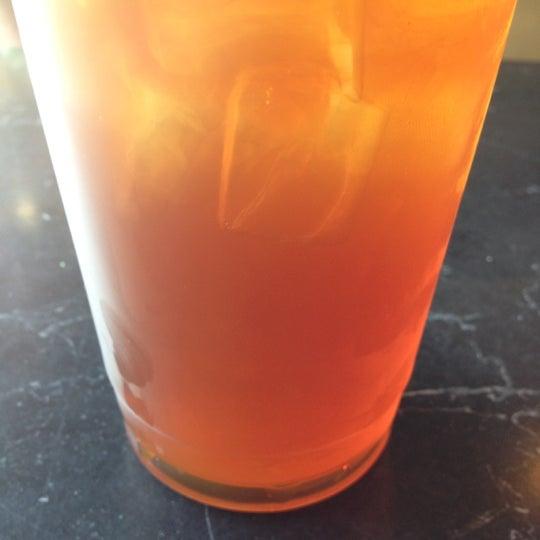 Foto tirada no(a) Crestwood Coffee Co. por Mitch W. em 9/24/2012