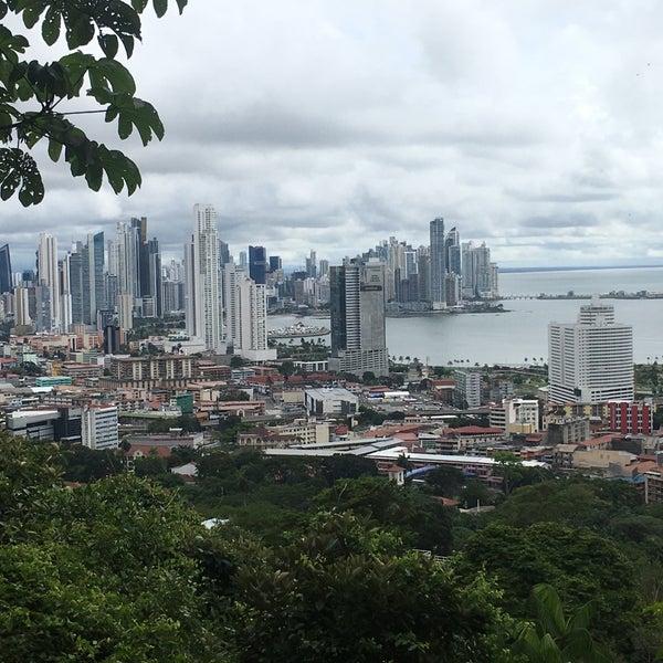 Típico lugar para probar un poco de la cocina panameña, el sancocho panameño es delicioso y una excelente opción para comer después de todo un día de turistear por la bella ciudad de Panama