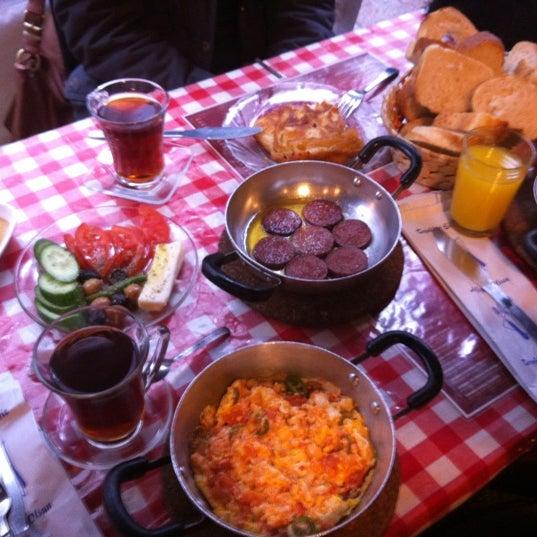 1/19/2013 tarihinde Selçuk Ç.ziyaretçi tarafından Café Faruk'de çekilen fotoğraf