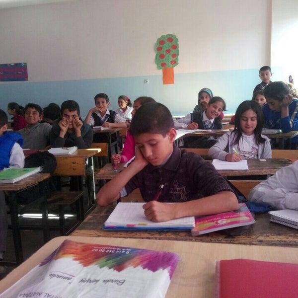 Photo taken at Mustafa Vedat Mutlu Ortaokulu by Hasan T. on 5/24/2016