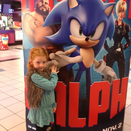 Photo taken at Regal Cinemas Green Hills 16 by Cindy C. on 10/20/2012