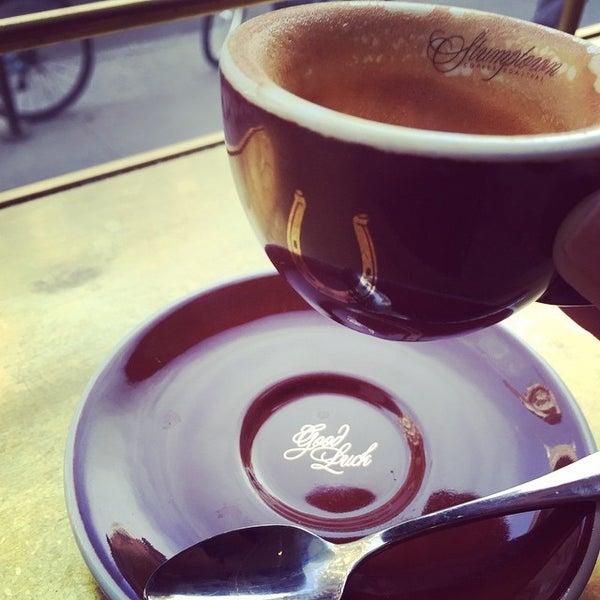 Photo taken at Stumptown Coffee Roasters by Kate R. on 5/12/2015