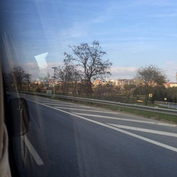 Photo taken at istanbul-gebze yolu by Aykut E. on 12/13/2015