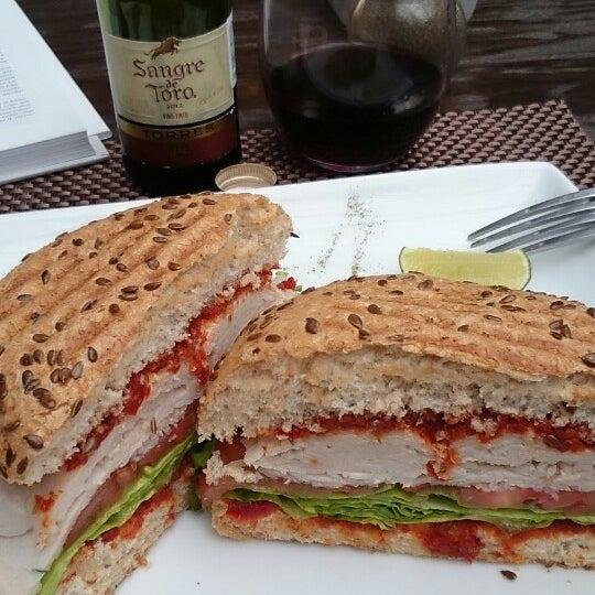 Foto tomada en Peponne Healthy Food & Bakery por Jose E. el 4/30/2014