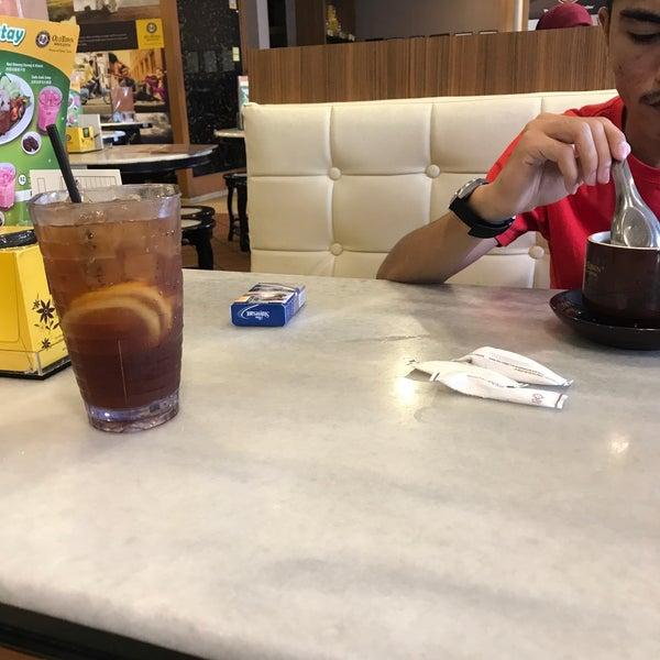 Photo taken at OldTown White Coffee by AmeerulRahmat .. on 7/29/2017
