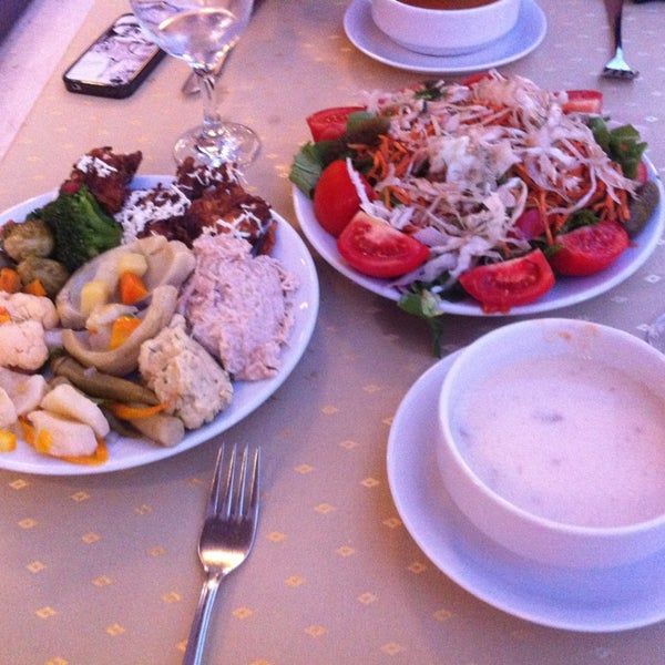 7/11/2013 tarihinde Murat I.ziyaretçi tarafından Sah İnn Restaurant'de çekilen fotoğraf