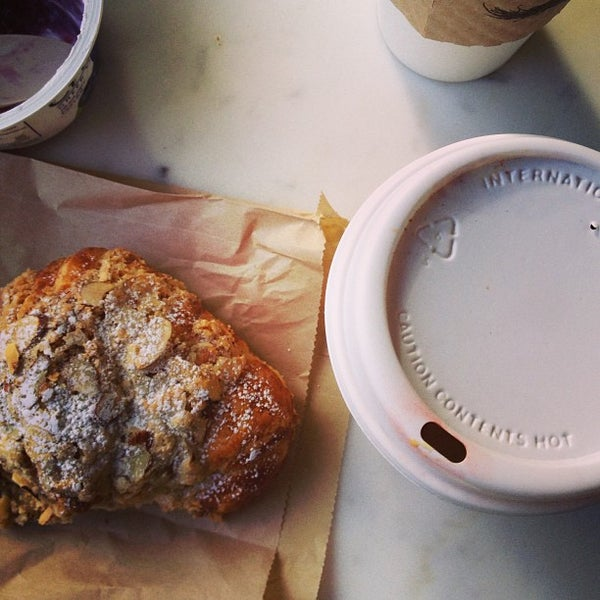 Photo prise au Alfred Coffee & Kitchen par The F. le5/23/2013