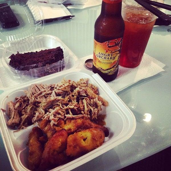 Foto tomada en Latin Square Cuisine por Jordan R. el 8/28/2014