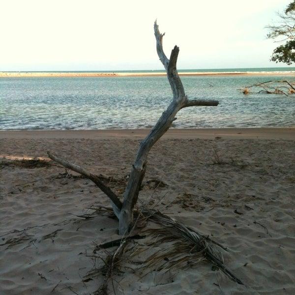 Foto tirada no(a) Praia Mirante da Sereia por Guto P. em 1/26/2013