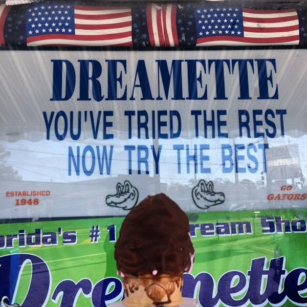 Photo taken at Dreamette by Goldie on 11/11/2015