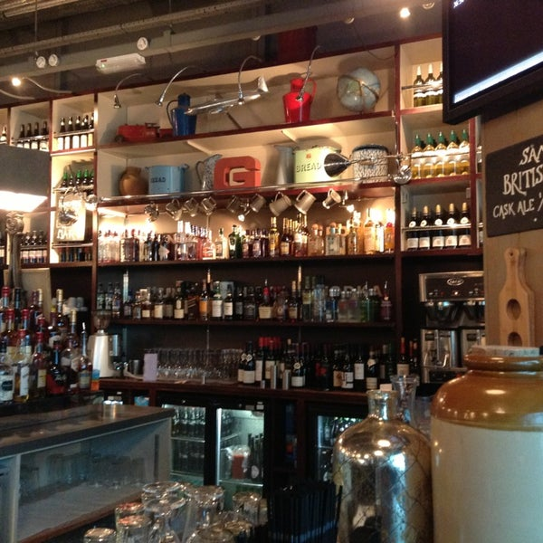 Photo taken at The Tin Goose (Pub & Kitchen) by Peter J. on 8/17/2013