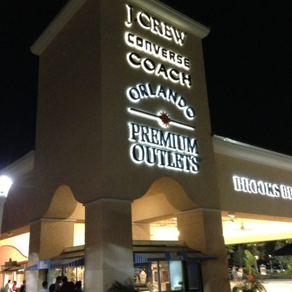 Photo taken at Orlando Vineland Premium Outlets by Mikhail S. on 1/2/2013