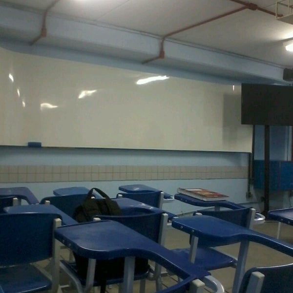Foto diambil di UNINASSAU - Centro Universitário Maurício de Nassau oleh Amanda C. pada 2/11/2014