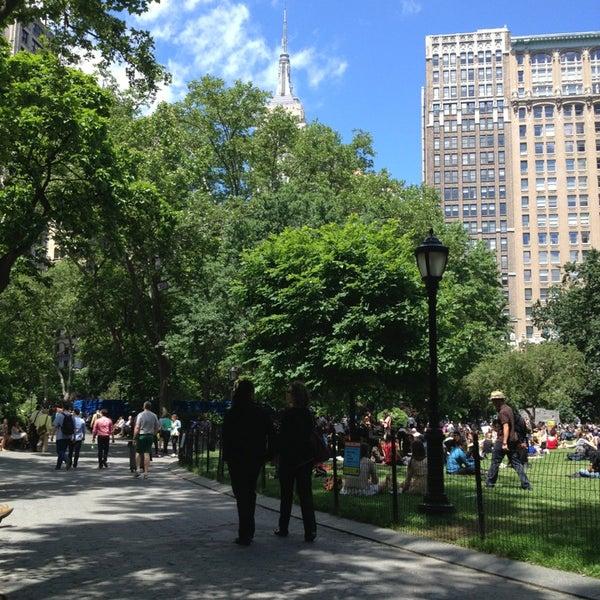 Foto diambil di Madison Square Park oleh Katie B. pada 6/12/2013