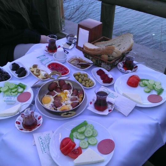 1/20/2013 tarihinde Akgün Göknur S.ziyaretçi tarafından Çamlı Kahve'de çekilen fotoğraf