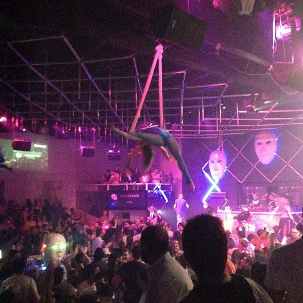 4/7/2013 tarihinde Özer A.ziyaretçi tarafından Masquerade Club'de çekilen fotoğraf