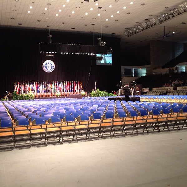 Photo taken at Memorial Coliseum by University of Kentucky on 12/14/2012
