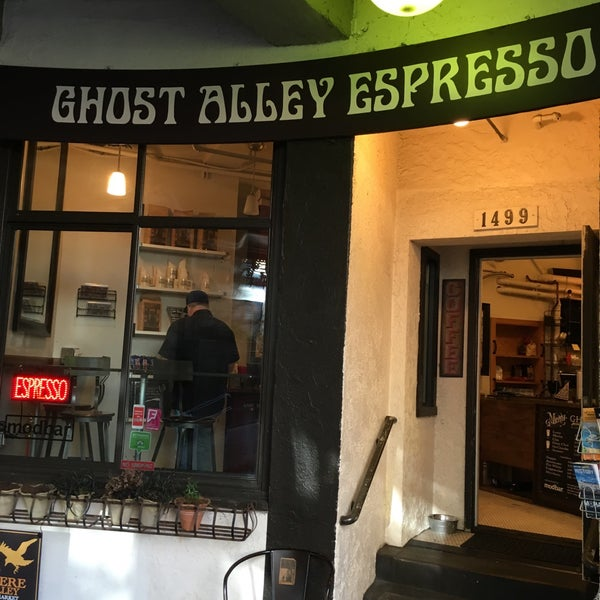Photo taken at Ghost Alley Espresso by Naman M. on 5/1/2016